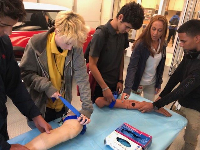 """Univ. of Miami Introduces Simulator """"Harvey"""" to Sunset AOHS Students"""